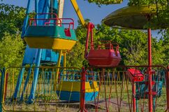 Samotne huśtawki w dziecka ` s parku Fotografia Stock