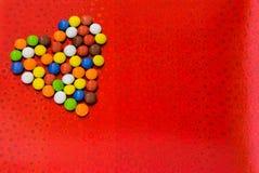 samotne serce Romantyczny serce robić kolorowe czekolady Zdjęcia Royalty Free