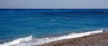 Samotni kamienie na plaży Zdjęcie Royalty Free