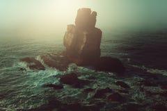 Samotnie w mglistym dzikim morzu Zdjęcia Royalty Free