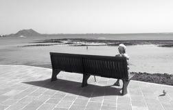 Samotny żeński przyglądający out morze Zdjęcie Royalty Free