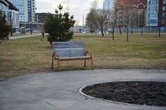 samotny ławce parku Obrazy Royalty Free
