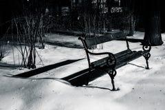 samotny ławce parku Zdjęcia Stock