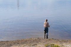 Samotny mężczyzna połów zdjęcie stock