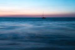 Samotny statek out morze Obraz Royalty Free