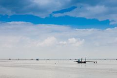 Samotny statek w błękicie Fotografia Royalty Free