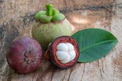 samotny tła owoc mangostanu stojaka biel Zdjęcie Royalty Free