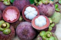 samotny tła owoc mangostanu stojaka biel Obraz Stock