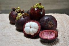 samotny tła owoc mangostanu stojaka biel Zdjęcie Stock