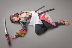 Samouraïs japonais avec l'épée de katana Photo stock