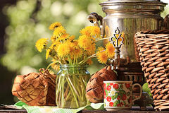 Samovar and summer flowers Royalty Free Stock Photos