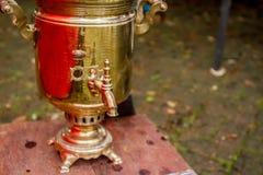 Samovar tradicional ruso adornado Fotografía de archivo libre de regalías