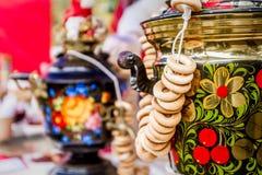 Samovar tradicional ruso adornado Foto de archivo