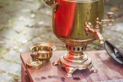 Samovar tradicional ruso adornado Foto de archivo libre de regalías