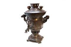 Samovar velho do chá do russo isolado no branco Imagem de Stock Royalty Free