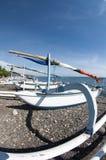 Sampan op een strand Royalty-vrije Stock Afbeeldingen