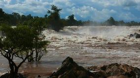 Samphamit-Stromschnellen von der Mekong-Wasserfällen stock video