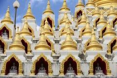 Samphutthechedi dichtbij Wat Mani Phraison, Mae Sot, Tak, Thailand stock afbeelding