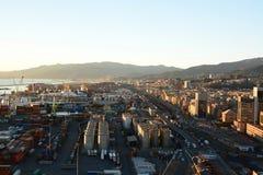 Sampierdarena fjärdedel på solnedgången Sikt från Lanterna, den gamla fyren Genova italy liguria royaltyfria foton