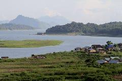 / Samprasob-Flüsse zwei drittel des Gebiets, Montag, Thailand Der Weg des Friedens, einfaches, elegantes Sangklaburi Kanchanaburi Lizenzfreie Stockfotos