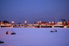 Sampsonievsky bro med nattbelysning Arkivfoton