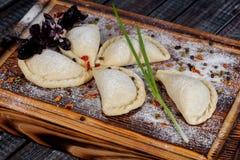 Samsa Мясное блюдо людей централи и Средней Азии, теста, мяса и луков, соответствующих на праздники Nauryz или Navruz, a стоковое изображение rf