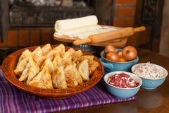 Samsa Мясное блюдо людей централи и Средней Азии, теста, мяса и луков, соответствующих на праздники Nauryz или Navruz, a стоковая фотография rf
