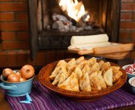Samsa Мясное блюдо людей централи и Средней Азии, теста, мяса и луков, соответствующих на праздники Nauryz или Navruz, a стоковые фото