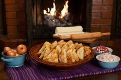 Samsa Мясное блюдо людей централи и Средней Азии, теста, мяса и луков, соответствующих на праздники Nauryz или Navruz, a стоковая фотография