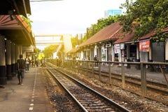 Samsen - Thailand - Juli 02, 2017: Thailändskt järnvägdrev, Sams Arkivbilder