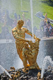 Samson et la fontaine de lion, Peterhof, Russie Photographie stock libre de droits