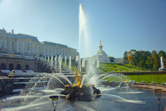 Samson Fountain in Peterhof-Palast lizenzfreie stockbilder