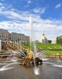 Samson Fountain in Peterhof-Paleis, Rusland stock foto