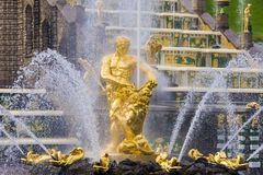 Samson Fountain in Peterhof, Russland Lizenzfreie Stockfotos