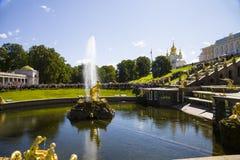 Samsonfontein bij Pertergof-Paleis Heilige-Petersburg, Rusland Royalty-vrije Stock Afbeeldingen