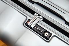 Samsonite walizki teczka z ostrością na logu i TSA grępli fotografia stock