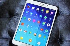 Samsung cataloga s2 com ícones das aplicações do androide Foto de Stock