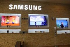 Samsung-de opslag van TVs Stock Afbeeldingen
