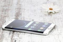 Samsung galaktyki S7 krawędzi bielu perła Fotografia Stock