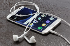 Samsung Galaxy S7 Edge white pearl Stock Photography