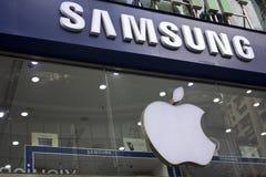 Samsung och äpplelogo Royaltyfri Bild