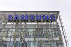 Samsungs-Firmenlogo auf dem Hauptsitzerrichten Stockfotos