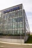 Samsungs-Firmenlogo auf dem Hauptsitzerrichten Stockfoto