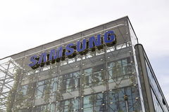 Samsungs-Firmenlogo auf dem Hauptsitzerrichten Lizenzfreie Stockfotos