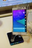Samsungs-Galaxie-Anmerkungs-Rand-Handy Lizenzfreies Stockbild