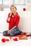 samtal för home telefon för flicka nätt rött Royaltyfria Bilder