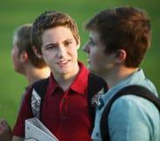 Samtal för två tonårigt pojkar royaltyfria bilder