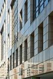 Samtida byggnadsvägg Arkivbild