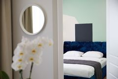 Samtida för dekorativ design Modern hemmilj?design arkivbilder