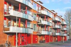 Samtida holländsk bostads- byggnad. arkivfoton